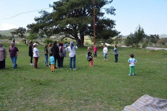 Yunusemreli Bayanlar 'Bahara Merhaba Pikniği'nde Buluştu