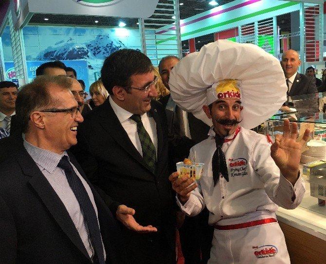 """Yılmaz: """"Güçlü Bir Yönetimin Olduğu Türkiye'ye Yatırımcıları Bekliyoruz"""""""