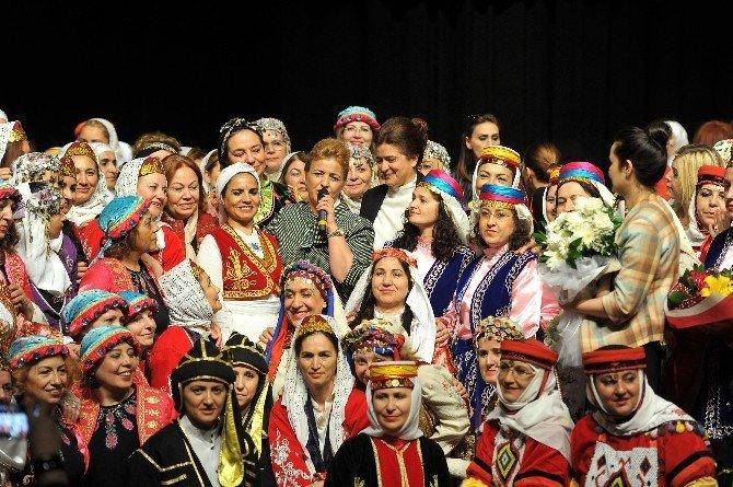 Hanım Lokallerinden 6. Halk Oyunları Şenliği