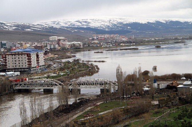 Nehir Taştı, Ova Sular Altında