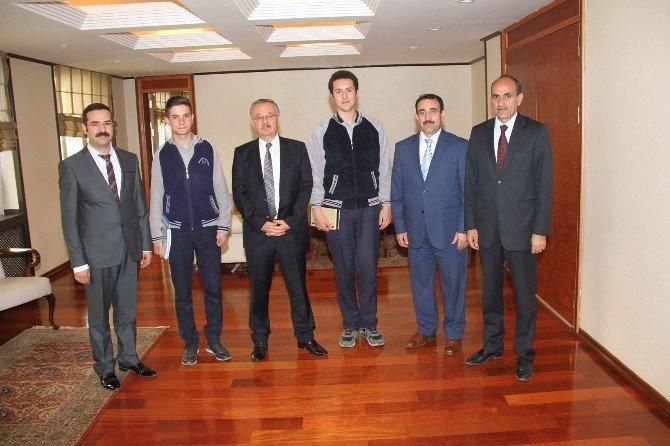 Başarılı Öğrencilerden Vali Özdemir'e Ziyaret