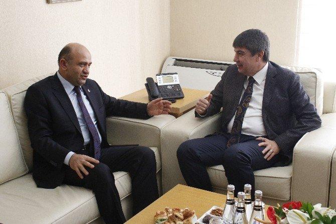 "Bakan Işık: ""CHP İnşallah İpe UN Sermez"""