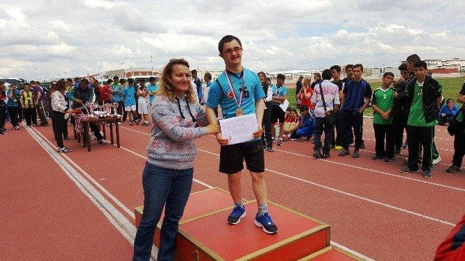 Dursunbey Down Sendromlular Takımı Türkiye Şampiyonu Oldu