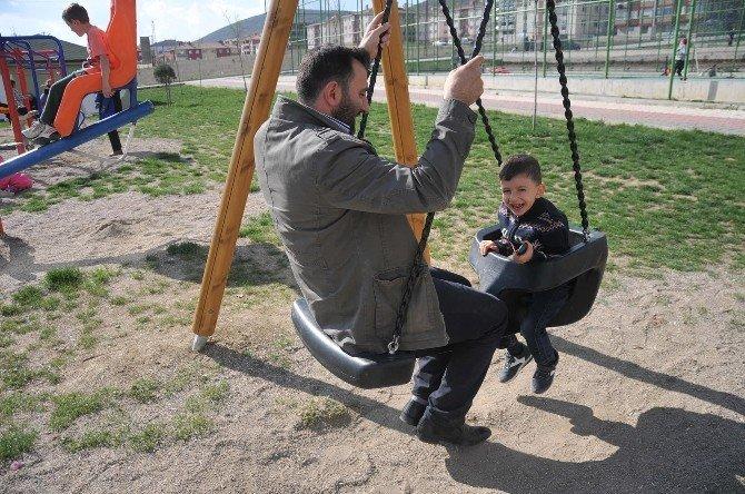 Çocuklarınızın Salıncak Keyfine Ortak Olun