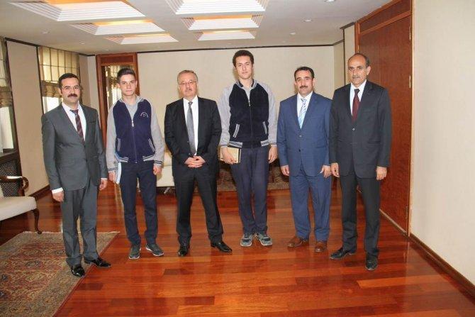 TÜBİTAK'ta Kars'ı temsil edecek öğrenciler Vali ile görüştü