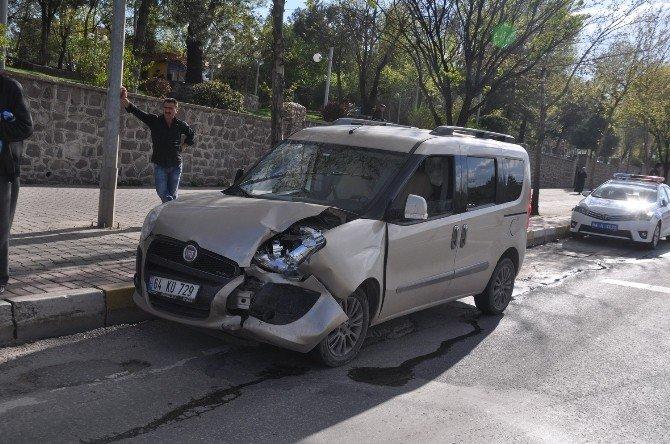 Uşak'ta Trafik Kazası: 1 Yaralı