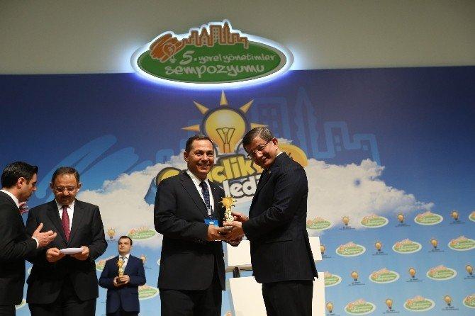 Başkan Uysal'a Gençlik Ve Belediye Yarışmasında Jüri Ödülü