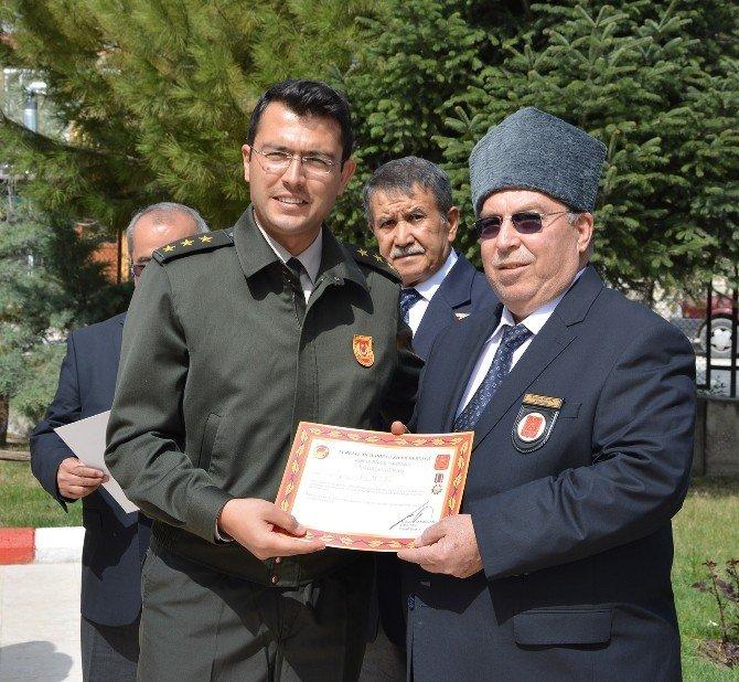 Kıbrıs Gazilerine Berat Ve Madalyaları Verildi
