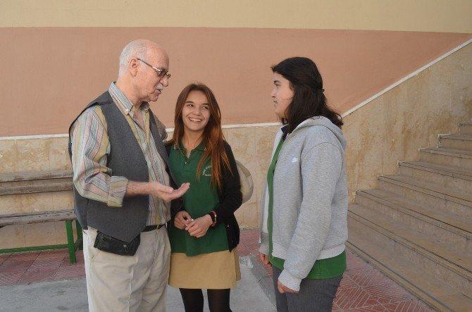 Lise Öğrencileri Huzurevi Sakinleri İle Buluştu