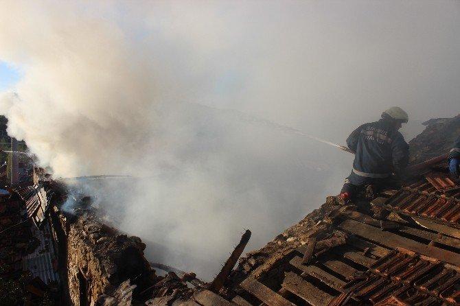Tavşanlı'da Yangın 2 Katlı Evi Kül Etti