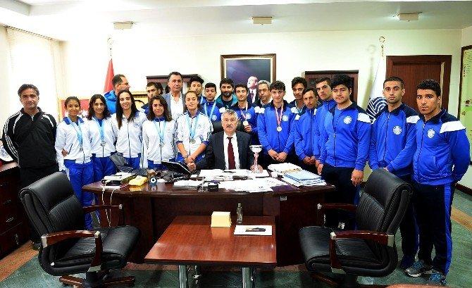 Seyhan Belediyespor Atletleri Adana'yı Temsil Edecek