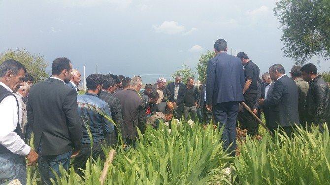 Yerde Bulduğu Cismin Patlaması Sonucu Hayatını Kaybeden Çocuk Defnedildi