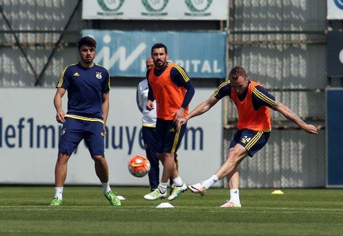 Fenerbahçe Caner'siz Çalıştı