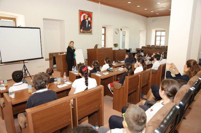 Başkan Sibel Uyar Miniklere Yerel Yönetimleri Anlattı