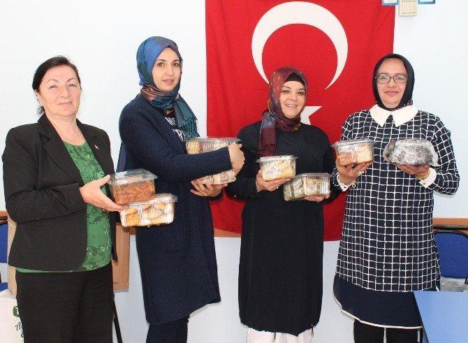 Engelli Anneleri Terörle Mücadele Eden Kahramanlara Börek Gönderdi