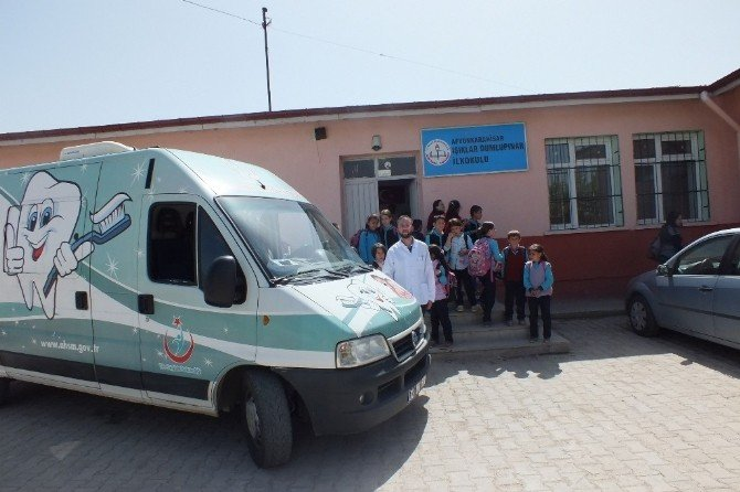 Mobil Diş Aracı İlçe Ve Köylerde Diş Taraması Yapıyor