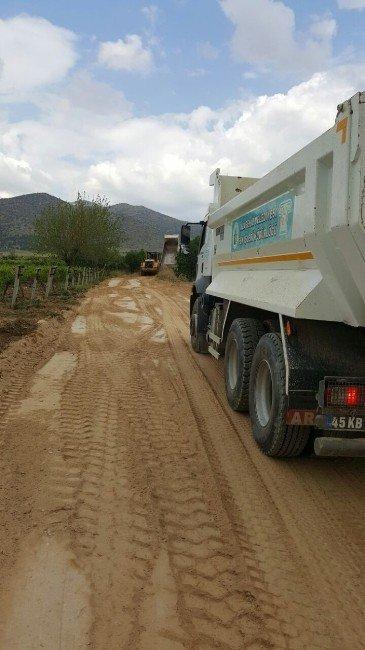Alaşehir Belediyesi'nden Mezar Yollarına Tam Destek