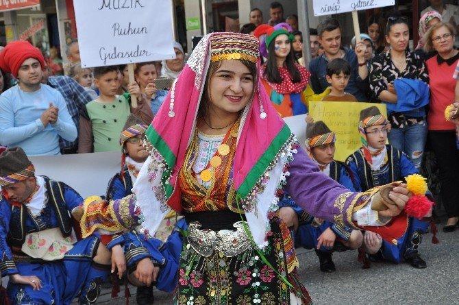 Balıkesir'de 15 Nisan Dünya Sanat Günü Kutlandı