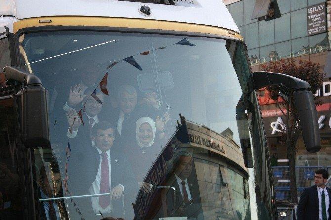 Başbakan Davutoğlu, AK Parti Düzce İl Başkanlığı'nı Ziyaret Etti
