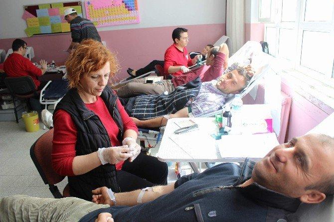 Kan Vermek İçin Sıraya Girdiler