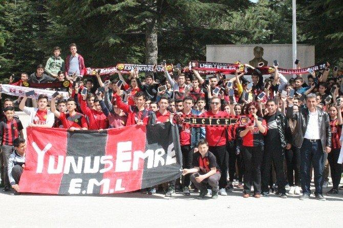 Liselilerden Eskişehirspor'a Destek