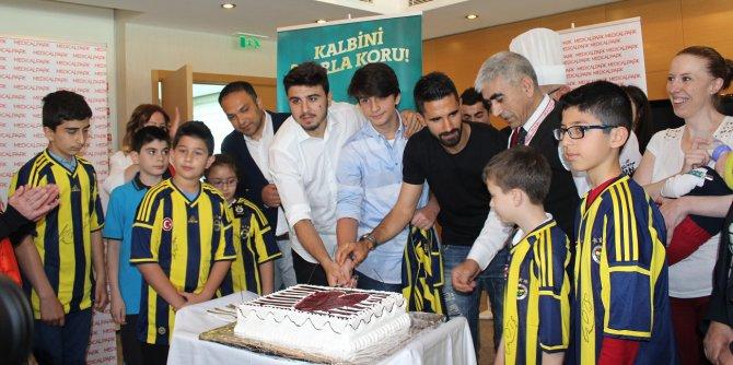 Fenerbahçeli futbolculardan minik kalplere anlamlı destek