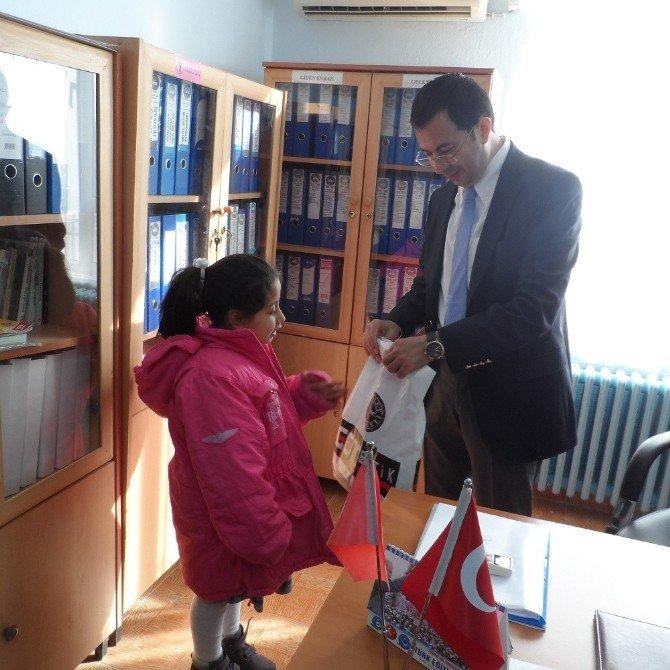 Yavuzeli SYDV Öksüz Ve Yetim Çocuklara Kıyafet Yardımı Yaptı