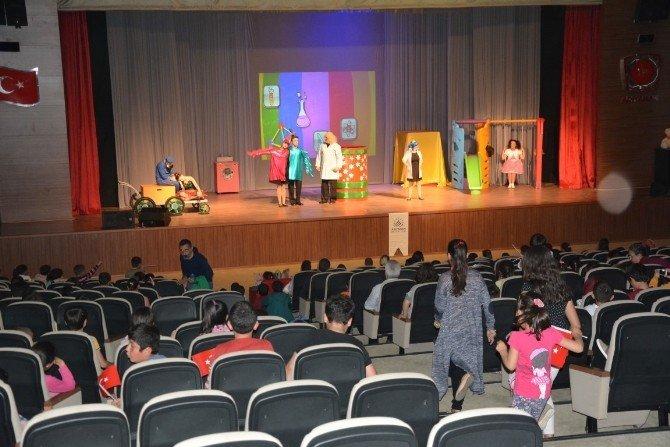Minik Çocuklar Tiyatroyu Çok Sevdi