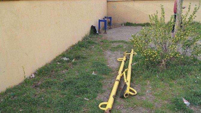 Kağızman'da Şehit Piyade Er Erol Oral Parkı Tahrip Edildi