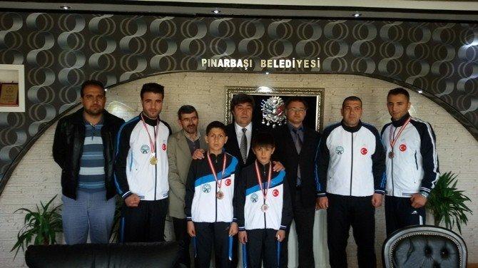 Pınarbaşı Belediyesinden Genç Sporculara Destek