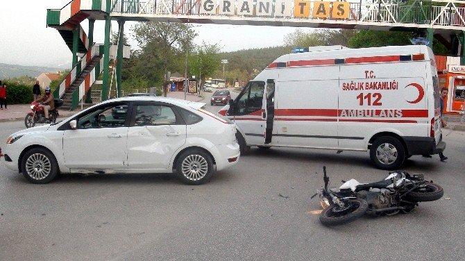 Motosiklet İle Otomobil Çarpıştı: 1 Kişi Yaralandı