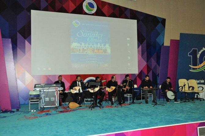 Dünya Sanat Günü panel, konser ve sergi ile kutlandı