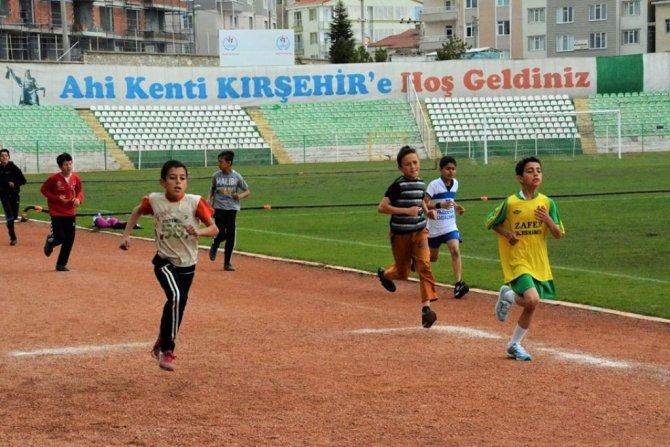 Kırşehir'de 23 Nisan ve Polis Haftası koşuları yapıldı