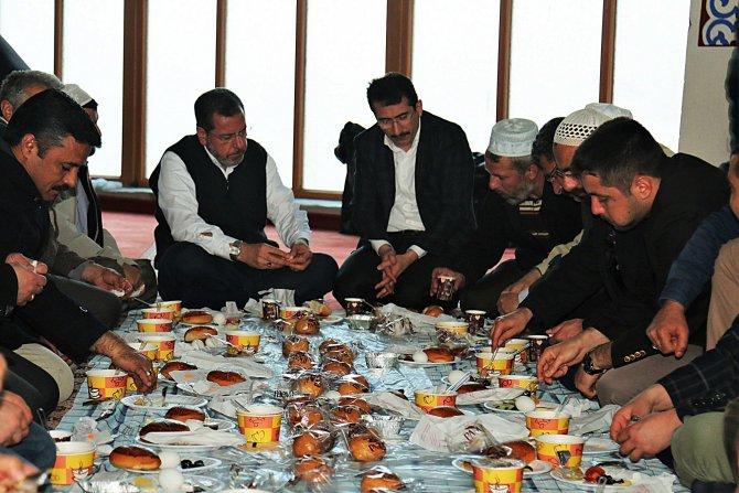 Kırşehir'de sabah namazına katılan cemaate 'Kutlu Doğum Çorbası' ikramı