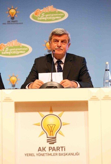 Ankara'da ''Gençlik Ve Belediye'' Konuşuldu