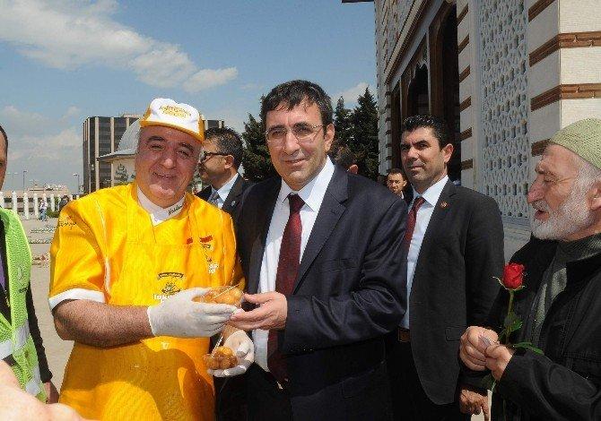 Atatürk Havalimanı'nda Kutlu Doğum Coşkusu