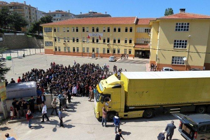 Liseli Gençlerden Bayırbucak Türkmenlerine Yardım Tır'ı