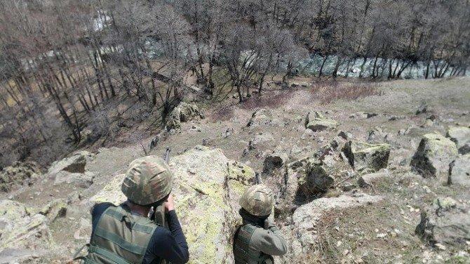 Muş'un Varto İlçesinde Terör Örgütüne Ait Silah Ve Mühimmatlar Bulundu