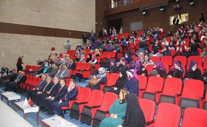 Genç Nida Kız Öğrenciler Kur'an-ı Kerim'i Güzel Okuma Ve Hafızlık Yarışmaları