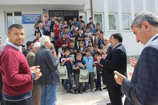 Sosyal Yardım Ve Kültür Vakfı'ndan 90 Kur'an Kursu Öğrencisine Gömlek