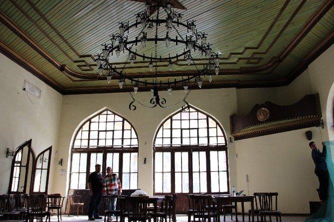 Tarihi Borsa Kahvesi Çocuk Kütüphanesi Oluyor
