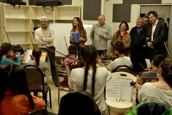 """Tepebaşı Belediyesi """"İki Elin Sesi Var"""" Çocuk Senfoni Orkestrası'na Övgüler"""