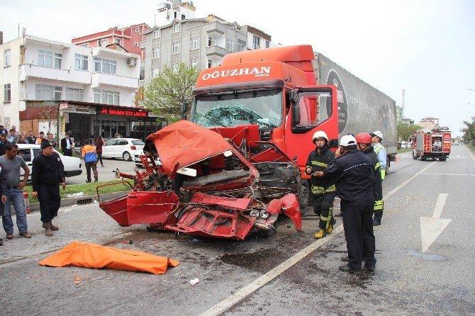 Otomobil İki Tır'ın Arasında Preslendi: 1 Ölü
