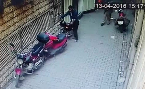 Motosiklet Çalan Hırsızın Rahatlığı Şaşırttı