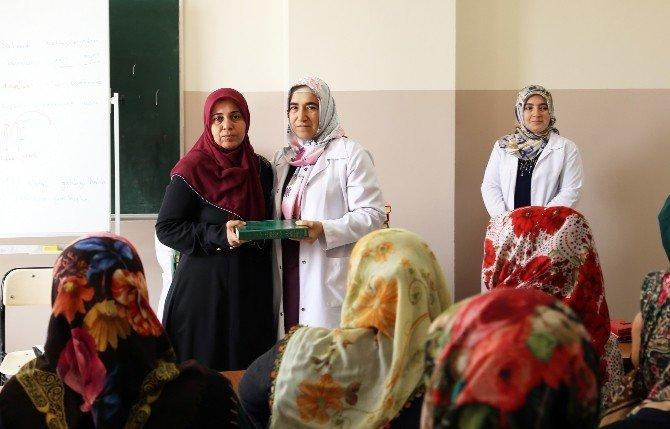 Şehitkamilli Hanımlara Kuran-ı Kerim Hediye Edildi