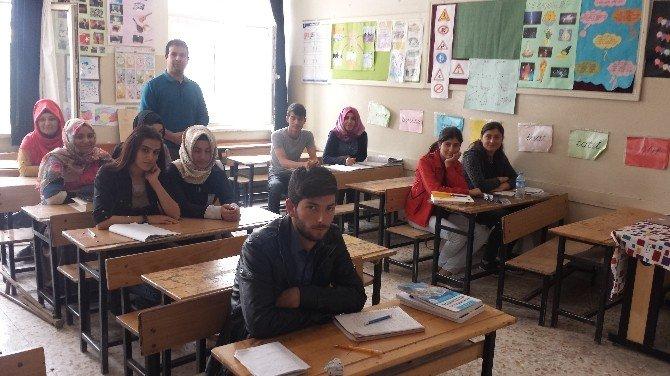 Suruç'ta Suriyeli Öğretmenler Türkçe Öğreniyor
