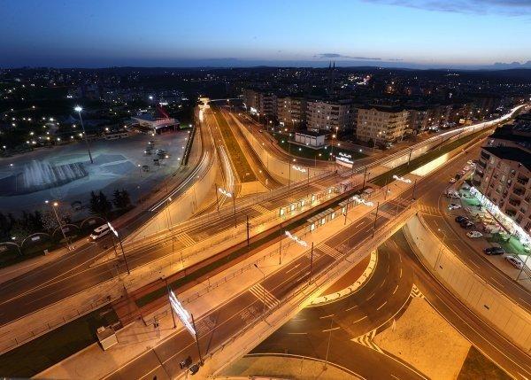 En Uzun Asma Köprünün Yapıldığı Köprülü Kavşak Işıl Işıl Görünüme Kavuştu