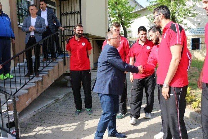 Salman, Dev Adamları Tebrik Etti