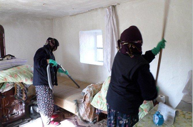 Seyitgazi Belediyesi'nden Evlere Bahar Temizliği