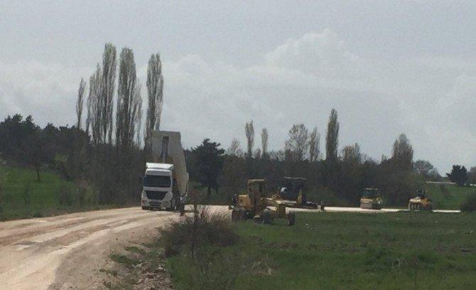 Kaymakam Hatipoğlu Sıcak Asfalt Yapılan Köy Yollarını İnceledi